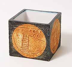 Troika cube pot