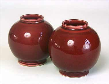Two Abbotsford pots