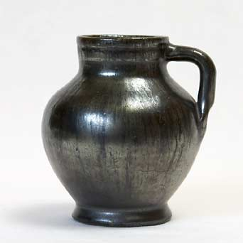 Small handled Dicker pot