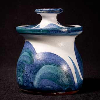 Wye condiment pot