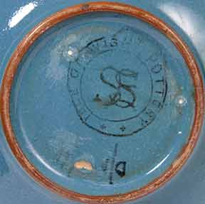 Blue Saunders IOW pot (mark)