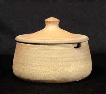 Geoffrey Whiting lidded pot