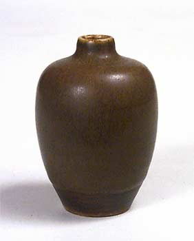 Smooth brown bottle vase