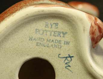 Rye Pottery dog (mark)